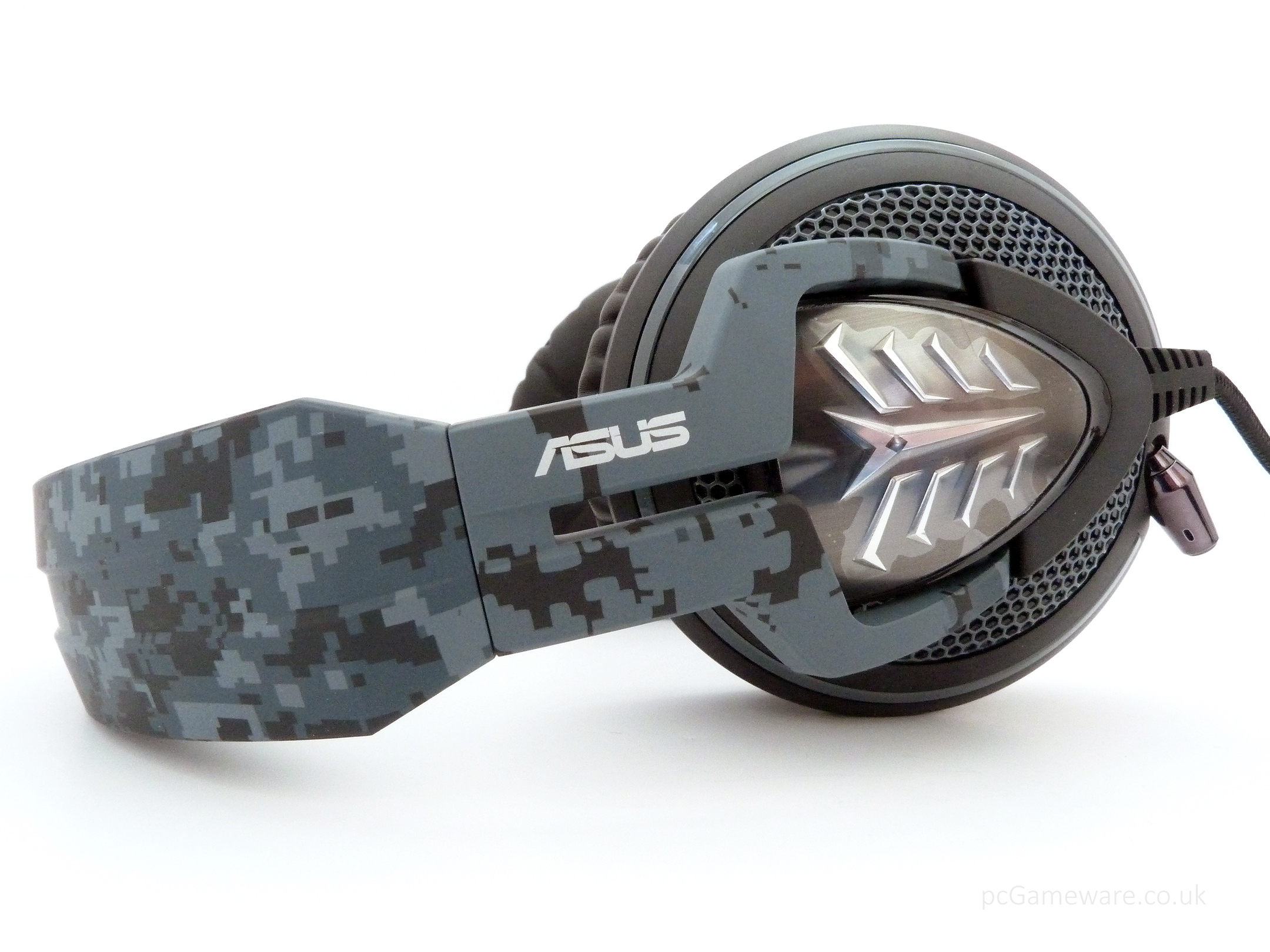 Asus Echelon - gaming headset - black with military style , retractable noise-filtering microphone , 50mm neodymium magnet drivers with 100mm over-ear cushions , with in-line volume control , 3.5mm with braided cable design , with in-line volume control w