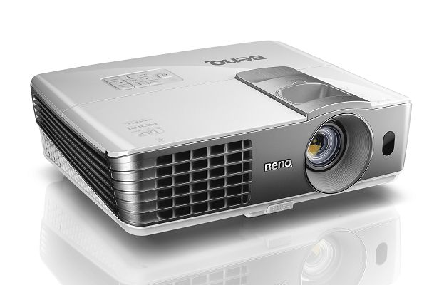 Benq Projector W1070      1920 x 1080 Resolution, 2200 ANSI Lumens, 10000:1 Contrast Ratio,  D-Sub, HDMI x2, S-Video, RCA Inputs, Remote Control, Carry Bag